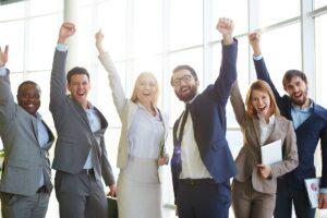 des salariés d'entreprise libérée heureux